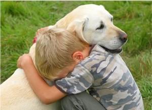 ¿Cómo ayudar a tu hijo cuando se muere su mascota?